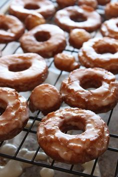 Old-Fashioned Sour Cream Doughnuts are coated in glaze and just like the cakey ones at your favorite bakery! No yeast makes this recipe quicker and easier. Donut Recipes, Baking Recipes, Baking Desserts, Just Desserts, Dessert Recipes, Breakfast Recipes, Homemade Donuts, Cupcakes, Sweet Bread