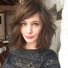 Cute Haircuts for Shoulder Length Hair Shoulder Length Hair with Side Bangs – Farbige Haare Side Bangs Hairstyles, Haircuts With Bangs, Bob Hairstyles, Stylish Hairstyles, Updo Hairstyle, Party Hairstyles, Lob With Bangs, Wedding Hairstyles, Woman Hairstyles