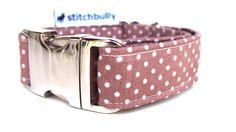 Hund: Halsbänder - Hundehalsband beigemit weißen FliegenpilzPunkten   - ein Designerstück von stitchbully bei DaWanda