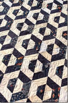 "This is Robins Opposites Attract quilt and it's from the book Sizzlin' Sixties by Anka's Treasures. Robin said ""quilt whatever your h. Jaybird Quilts, Jellyroll Quilts, Scrappy Quilts, Amish Quilts, Two Color Quilts, Blue Quilts, Hexagon Quilt Pattern, Quilt Patterns, Block Patterns"