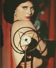 """Isabella Rossellini  in """"Blue Velvet"""" (1986)"""