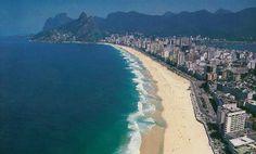 Es uno de los principales centros económicos, de recursos culturales y financieros del país, y es conocida internacionalmente por sus iconos culturales y paisajes, como el Pan de Azúcar, la estatua del Cristo Redentor (una de las siete maravillas del mundo moderno), las playas de Copacabana e Ipanema, el estadio Maracanã, el Parque Nacional de Tijuca (el mayor bosque urbano del mundo).