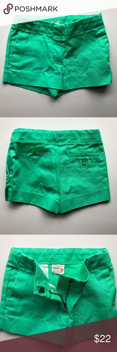 Girls Crewcuts Bright Green Short Crewcuts bright khaki green girls short, size 4T, in style 'Frankie'. These have been worn only a handful of times, and have no rips or stains. A great pop of color for some warmer weather! Crewcuts Bottoms Shorts