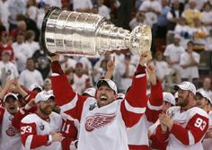 Image from http://www.yoopersteez.com/images/blog/dallas-drake-2008-stanley-cup-champs.jpg.