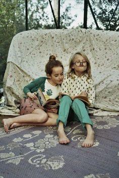 Para algumas crianças fazer amigos e cultivar amizades que durem por longos anos é um enorme desafio. Eu mesma fui uma criança muito tímida e sei como é difícil socializar com pessoas estranhas ou que conhecemos pouco. Sofri muito com isso quando era pequena... A verdade é que não podemos fazer amig