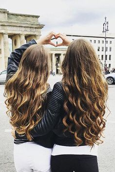 "Curl twins with your bestie! How gorgeous are these loose mermaid curls created with a 1.5"" curling wand and #luxyhair extensions? Repin if you want these curls!"