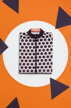 We are going to tackle with the cold when it comes to cycling clothes. Like in the case of the apparel for winter sports, we speak of layered protection. Cycling Wear, Bike Wear, Cycling Jerseys, Cycling Outfits, Cycling Clothes, Cool Picks, Ladies Dress Design, Branding Design, Sportswear