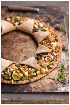 The Sun tart with young courgettes/ Tarte soleil aux jeunes courgettes Veggie Recipes, Healthy Dinner Recipes, Vegetarian Recipes, Cooking Recipes, Romantic Meals, Salty Foods, Snacks Für Party, Relleno, Food Inspiration