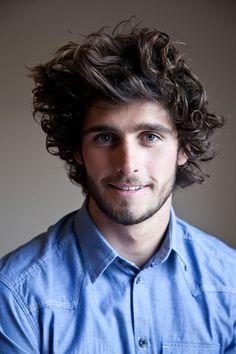 Penteados para cabelo cacheado masculino mais longos
