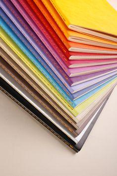 Couverture veloutée, finition cousue main, papier ivoire 90g : le carnet Rhodiarama authentique.--Carnets Rhodiarama A5- 64 pages- Piqûre textile orange- Papier Ivoire 90g - 16 couleurs disponibles•#rhodia #rhodiapad #rhodiaddict #papier #paper #bulletjournal #bujo #papeterie #stationery #stationeryaddict #madeinfrance #france #carnet #notepad #colorama #couleur #colors #colour