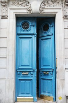 Where To Stay in Paris: A Chic Parisian Apartment (via Bloglovin.com )