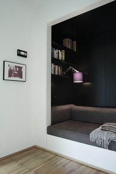 inspiration in LIVING/library room: cute reading nook Cozy Nook, Cozy Corner, Cosy, Deco Design, Design Salon, Design Design, Home And Deco, My New Room, Interiores Design