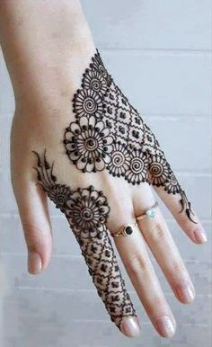 Mehndi Design Offline is an app which will give you more than 300 mehndi designs. - Mehndi Designs and Styles - Henna Designs Hand Henna Tattoos, Mehndi Tattoo, Henna Tattoo Designs, Paisley Tattoos, Lace Tattoo, Art Tattoos, Back Hand Mehndi Designs, Designs Mehndi, Henna Mehndi