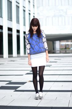 outfit giraffe print blue jumper with grey New Balance sneakers - adorable
