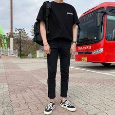 Korean Outfit Male, Korean Outfits, Korean Fashion Men, Korean Street Fashion, Emo Fashion, Stil Inspiration, Look Man, Stylish Mens Outfits, Streetwear Fashion