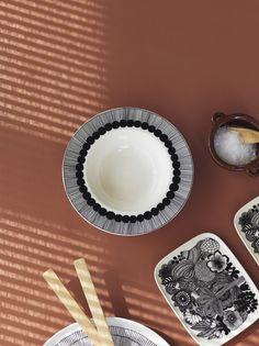 Marimekko Oiva-dishes for Marimekko by Susanna Vento Center Table Living Room, Wardrobe Organisation, Marimekko, Kitchen Interior, Gourmet Recipes, Glass Of Milk, Cool Designs, Felt, Pottery