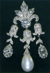 Queen Mary's Women of Hampshire Pendant Brooch.