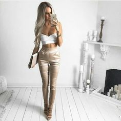 30 Trending And Feminine Summer Outfits From Fashionista : Kirsty Fleming White Crop + Beige Pants Moda Outfits, Girly Outfits, Sexy Outfits, Casual Outfits, Cute Outfits, Short Outfits, Young Fashion, Look Fashion, Fashion Clothes