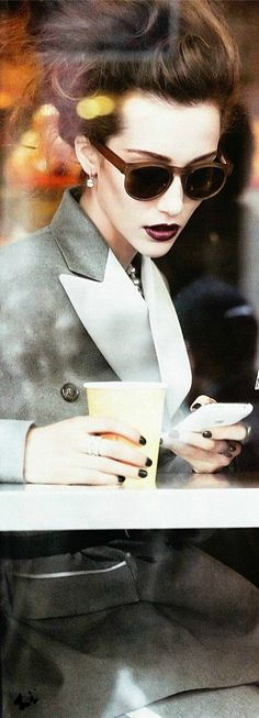 Cheap Ray Ban Sunglasses Sale, Ray Ban Outlet Online Store : - Lens Types Frame Types Collections Shop By Model Serge Gainsbourg, Nespresso, Cafe Style, My Style, Fashion Looks, Fashion Tips, Fashion Design, Fashion Trends, Starbucks