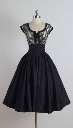 Vintage and Designer Evening Dresses and Gowns - For Sale at - Vintage and Designer Evening Dresses and Gowns – For Sale at Vintage Paul Sachs Dress Vintage 1950s Dresses, Retro Dress, Vintage Outfits, Vintage Clothing, 1950s Fashion, Vintage Fashion, Club Fashion, Girl Fashion, Pretty Dresses
