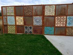 metal fence update Great upcycled fence idea using antique tin ceiling tiles. I searched for this on /imagesGreat upcycled fence idea using antique tin ceiling tiles. I searched for this on /images Cheap Privacy Fence, Privacy Fence Designs, Diy Fence, Fence Landscaping, Front Yard Fence, Backyard Fences, Fancy Fence, Brick Fence, Concrete Fence