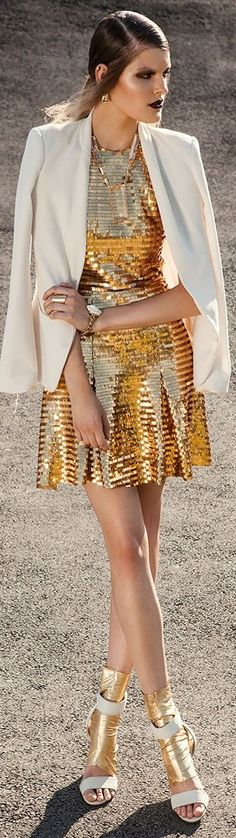 Party clothes for women glamour haute couture Ideas Gold Fashion, New Fashion, High Fashion, Womens Fashion, Fashion Trends, Couture Fashion, Bronze, Vogue, Fashion Pictures
