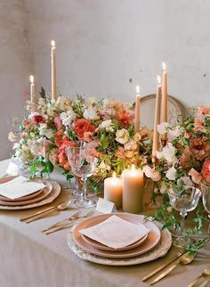 Tips for your fall flower arrangements - Wedding decor ideas - arra . Wedding Table Decorations, Wedding Table Settings, Decoration Table, Wedding Centerpieces, Tall Centerpiece, Easter Centerpiece, Centrepieces, Easter Decor, Winter Table