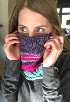 Multiple stitch patterns create a snug cowl or infinity scarf. This pattern is written for bulky and worsted weight yarn. http://www.ravelry.com/patterns/library/daddys-girl