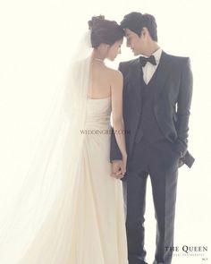 korean wedding photo studio no wedding poses Korean Wedding Photography Photo Ideas Wedding Picture Poses, Pre Wedding Photoshoot, Wedding Poses, Wedding Shoot, Wedding Couples, Photoshoot Ideas, Wedding Ceremony, Wedding Ideas, Wedding Dj