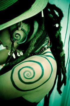 Leah Smith from Rising Appalachia - Spiral Shoulder Tattoo Boho Tattoos, Body Art Tattoos, I Tattoo, Hippie Hair, Hippie Gypsy, Tattoo Schulter Frau, Dreadlock Rasta, Spiral Tattoos, Pretty Tattoos