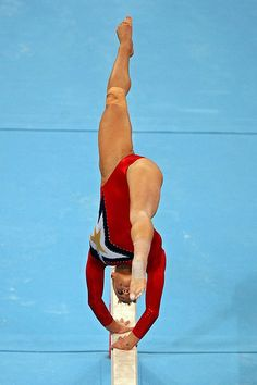 Alicia Sacramone Alicia Sacramone of the United States competes on the balance beam during qualification for the women's artistic gymnastics. Gymnastics Events, Gymnastics Tricks, Gymnastics Team, Gymnastics Photography, Gymnastics Pictures, Olympic Gymnastics, Olympic Games, Cheerleader Dance, Amazing Gymnastics
