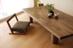 座卓 富山 Japanese Dining Table, Low Dining Table, Low Tables, Japanese Interior Design, Japanese Home Decor, Japanese House, Japanese Living Rooms, Interior Modern, Bedroom Minimalist