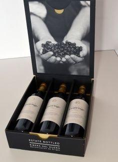 Food Packaging Design, Beverage Packaging, Bottle Packaging, Packaging Design Inspiration, Design Ideas, Wine Bottle Design, Wine Label Design, Wine Bottle Labels, Wine Logo