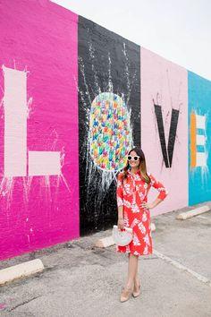 Colorful Persifor Dresses at a Love Mural in Houston – streetart Mural Painting, Mural Art, Wall Murals, Murals Street Art, Street Art Graffiti, Street Art Love, Wall Street, Muro Instagram, Houston Murals