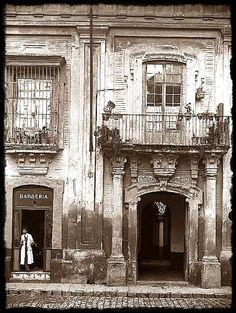 Casa de las Columnas en la calle Pureza a principios del siglo XX
