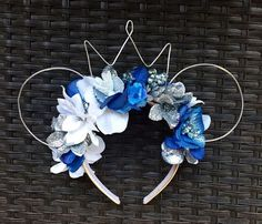 Ice Queen Elsa Inspired Floral Wire Mouse Ears by soulfullycali on Etsy /. Diy Disney Ears, Disney Mickey Ears, Disney Diy, Disney Crafts, Cute Disney, Minnie Mouse, Disney Headbands, Ear Headbands, Ice Queen