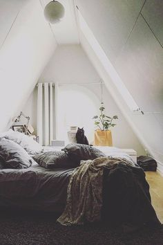 23 Cozy Attic Spaces That Will Inspire You To Convert Your Own  #AtticOrganization
