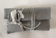 Bomboniera a bustina in lino grigio