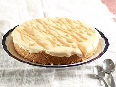 Dan is hierdie net die nagereg vir jou. Caramel Tart, South African Recipes, Sweet Tarts, Perfect Food, Baked Goods, Delicious Desserts, Deserts, Megan Miller, Favorite Recipes