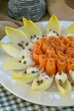 Smoked salmon roses- An elegant presentation for a special breakfast, brunch or cocktail party! Endive Appetizers, Smoked Salmon Appetizer, Endive Recipes, Cold Appetizers, Salmon Recipes, Appetizers For Party, Smoked Salmon Platter, Brunch Recipes, Appetizer Recipes