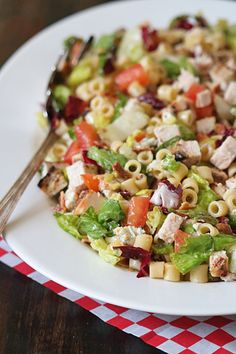 The Galley Gourmet: Portillo's Chopped Salad Chopped Salad Recipes, Pasta Salad Recipes, Salad Bowls, Soup And Salad, Kale Salad, 21 Day Fix Desserts, Rabbit Food, Vegetable Salad, Healthy Salads