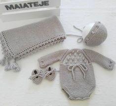 Este posibil ca imaginea să conţină: pălărie Baby Boy Knitting Patterns, Baby Patterns, Crochet Patterns, Baby Girl Crochet, Newborn Crochet, 5 Diy Crafts, Crochet Diy, Baby Booties, Knitted Hats