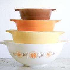 Country Set Pyrex Bowls, I love a mild obsession with old pyrex bowls.