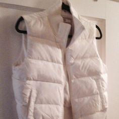 Old navy vest jacket Medium white very comfortable old navy vest jacket... White bubble sleeveless old navy Jackets & Coats Vests