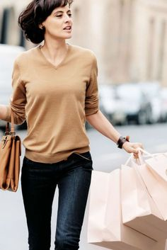 This Simple casual french style outfits 35 image is part from 70+ Awesome Simple Casual French Style Outfits that You Must Try gallery and article, click read it bellow to see high resolutions quality image and another awesome image ideas.