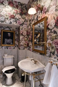 - Home Fashion Trend Tiny Bathrooms, Vintage Bathrooms, Upstairs Bathrooms, Beautiful Bathrooms, Small Bathroom, Bathroom Plans, Bathroom Ideas, Eclectic Bathroom, Disney Rooms