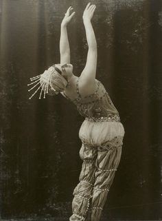 "pierrotgourmand: "" Tamara Karsavina (1885-1978) - Danseuse russe - Photographie de Charles Reutlinger - Paris , 1908. """