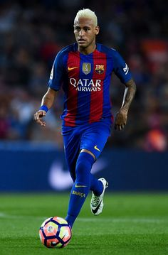 Neymar Jr. of FC Barcelona runs with the ball during the La Liga match between FC Barcelona and Deportivo Alaves at Camp Nou stadium on September 10, 2016 in Barcelona, Catalonia.