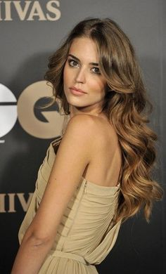 Clara Alonso Photos - Spanish model Clara Alonso attends 'GQ Elegant Men of the Year' Awards 2011 at the Italian Embassy on June 2011 in Madrid, Spain. - Celebrities Attend 'GQ Elegant Men of the Year' Awards 2011 Wavy Hair, Her Hair, Tousled Hair, Frizzy Hair, Pretty Hairstyles, Wedding Hairstyles, Summer Hairstyles, Wave Hairstyles, Layered Hairstyles