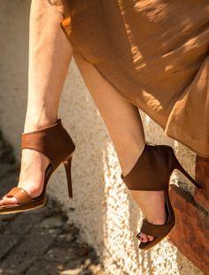 Kahverengi Dekolte Topuklu Sandalet